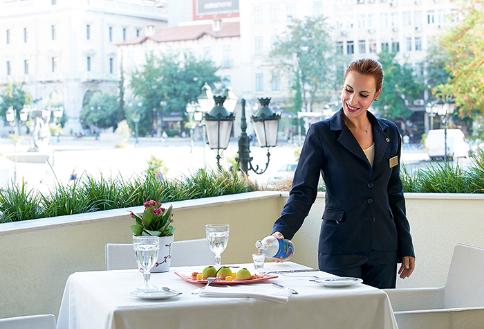 dining-in-grecotel-hotels-700-475
